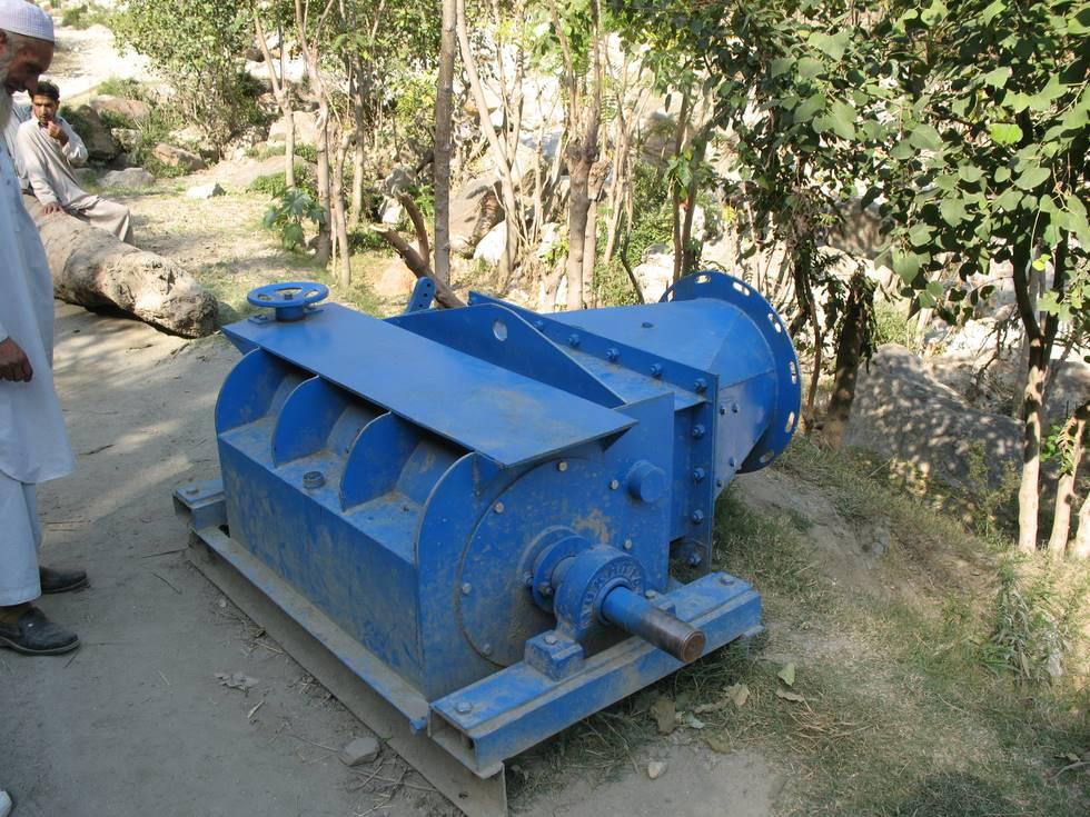 Water turbine used to drive the generator