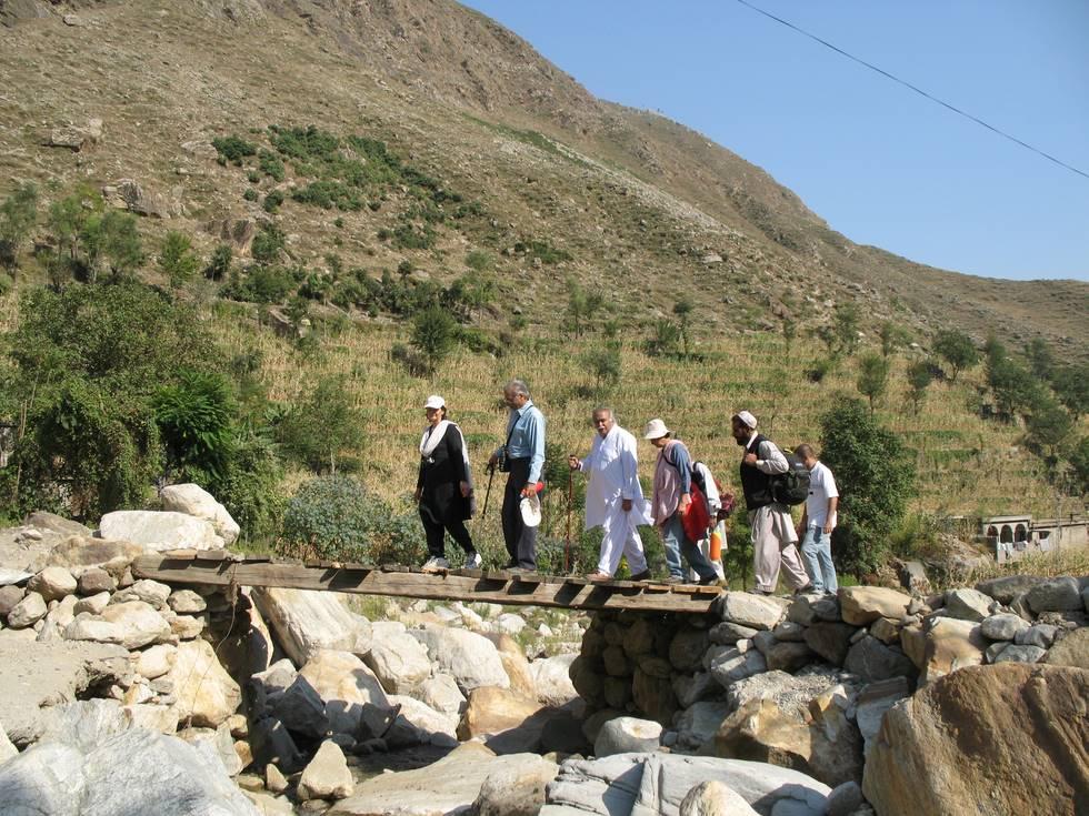 Walking to the Barakayli Village