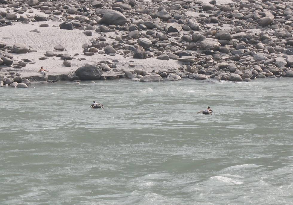 Bravely crossing the freezing Indus river on tubes