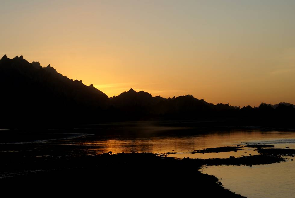 The sunset in the Hingol Valley, seen over the river. Late as usual, looking for a campsite.
