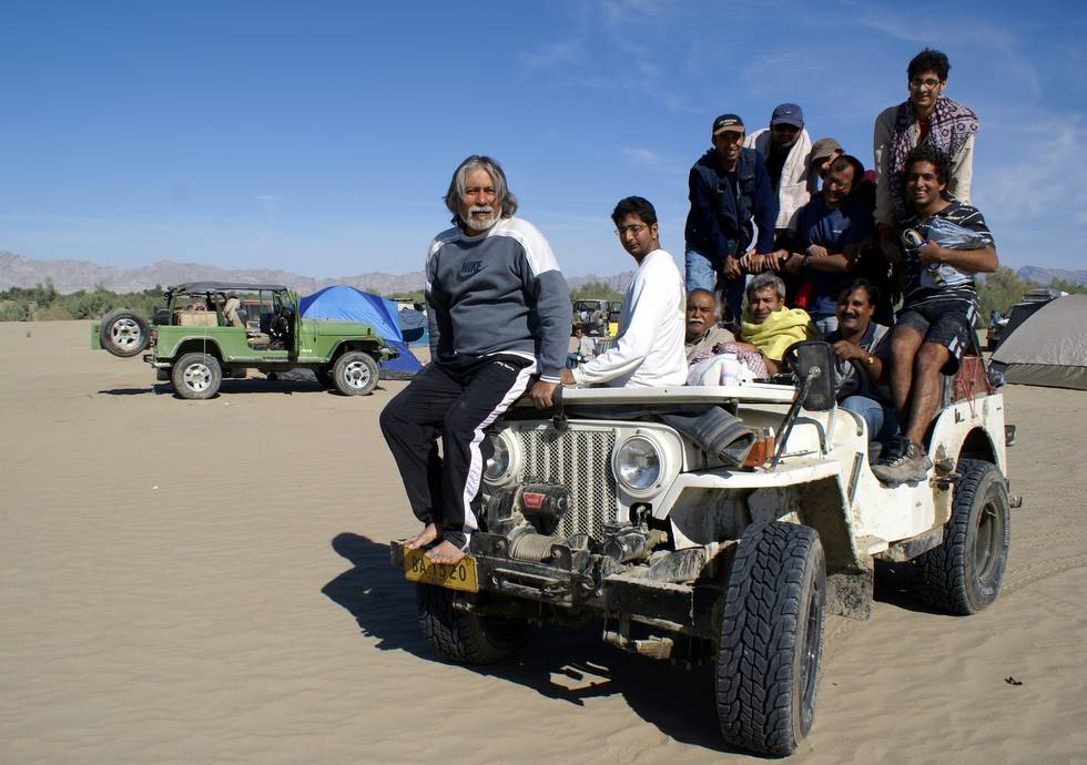 12 people on the most powerful Jeep with a broken leaf spring