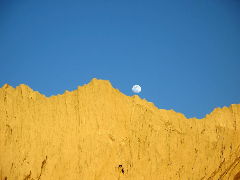 Moonrise - 5pm in Hingol (not too far from Goran Gattee Mountain)