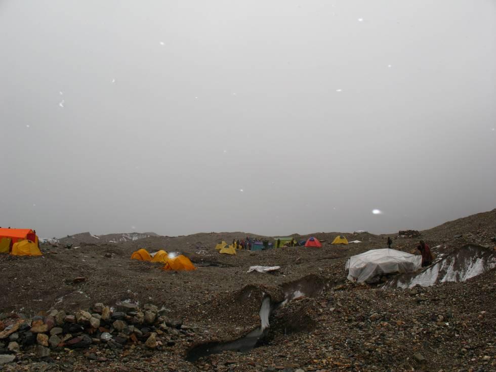 Goro II campsite snowing