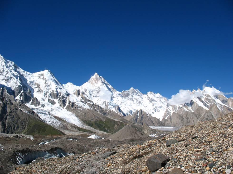 Peaks around Concordia